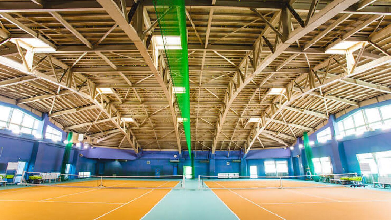 草加店のテニスコート